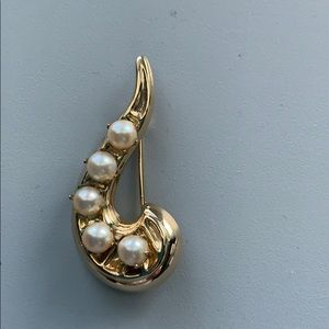 Vintage Faux Pearl Gold Tone Pin